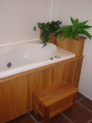 Tablier de baignoire en iroko menuiserie eb nisterie teddy gandolfi - Tablier baignoire bois ...