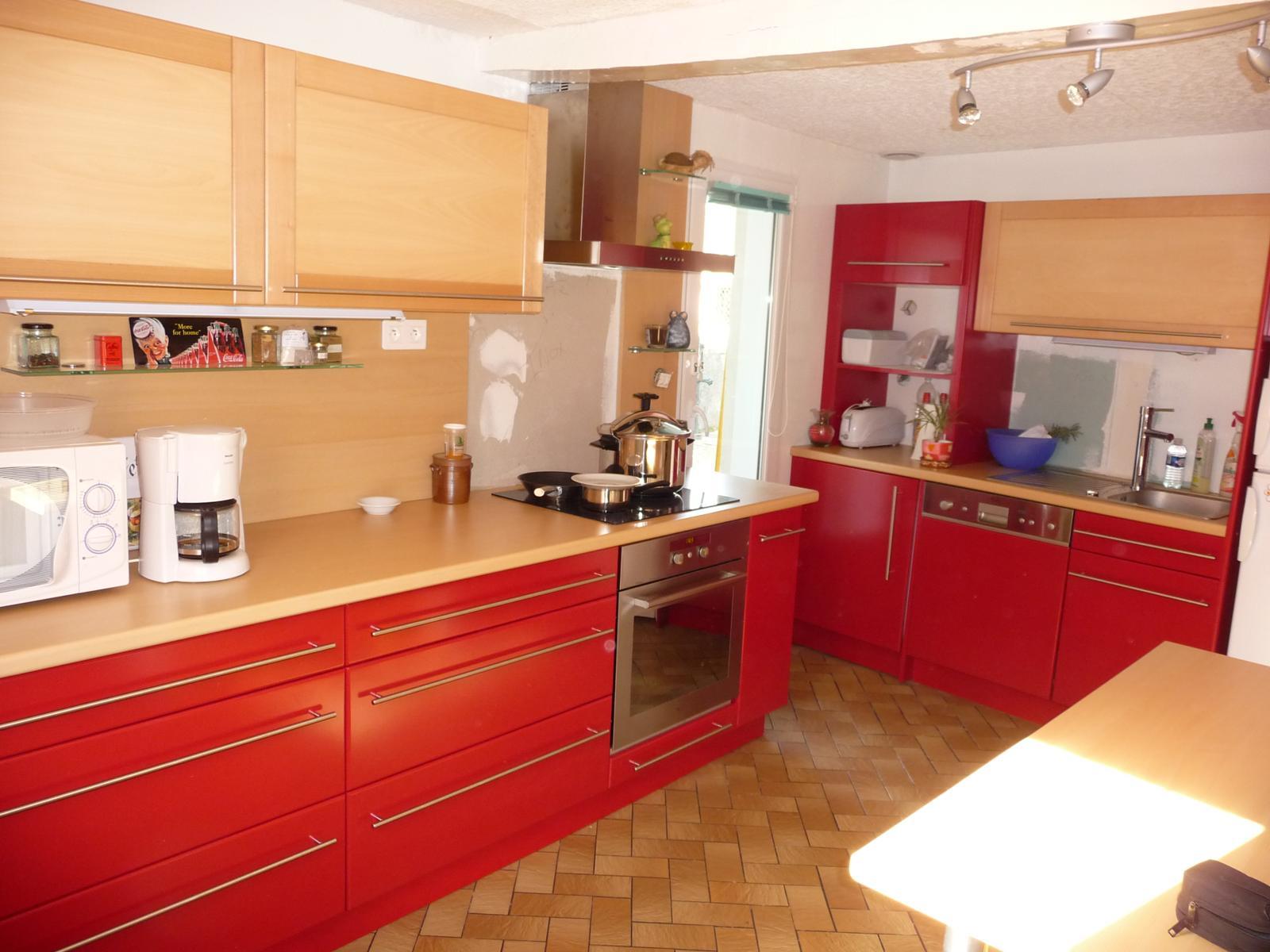 cuisine laqu e rouge menuiserie eb nisterie teddy gandolfi. Black Bedroom Furniture Sets. Home Design Ideas